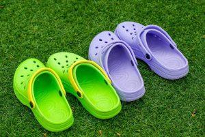Chaussures Crocs voici pourquoi vous devriez éviter d'en porter
